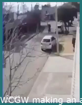 WCGW trying to rob someone in the street